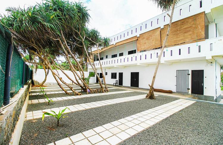 elegant-beach-hotel-008