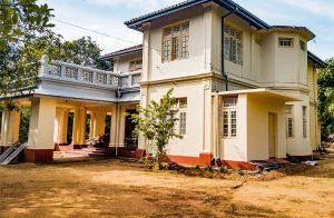 palatial-colonial-manor-001