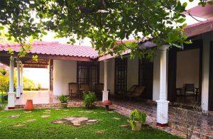 luxury-8-bedroom-villa-near-the-beach-001